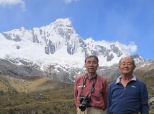 ボリビア・アンデスのタウリパンパにて。右が黒山さん